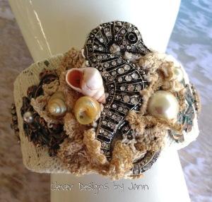 Seashore cuff seahorse