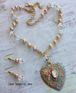 vintage flair heart necklace set